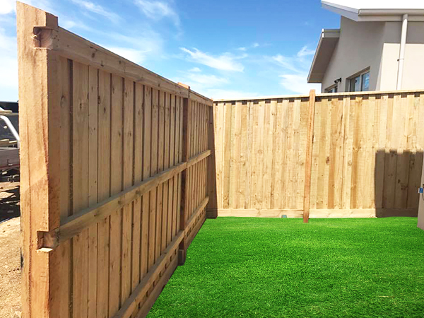 Best Timber Fencing in Epping