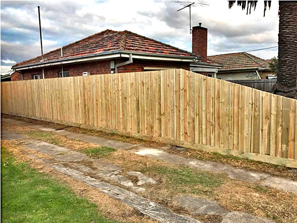 Cheap Timber Fencing in Essendon